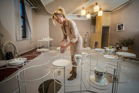 Stor på porselen: Wik & Walsøe-gründer Linda Walsøe selger porselen for mange millioner hvert år. Dette bidet ble tatt mens hun forberedte seg til varemessen Ambiente i Frankfurt i fjor. – Jeg legger sjela mi i dette, sier hun.