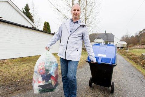 Positiv: Renovasjonssjef André Svendsen er glad for at folk i Fredrikstad nå kaster mindre søppel enn før. Siden 2015 har det vært nedgang hvert år.