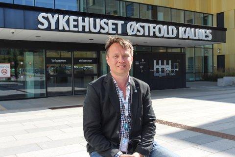 FORTVILET SITUASJON: Øyvind Moksness kan fortelle at situasjonen med overbelegg av pasienter på psykiatrisk avdeling ved sykehuset ikke er optimal for verken ansatte eller pasienter. Foto: Erlend Iversen Skarsholt
