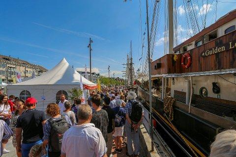 Folksomt: Folk strømmet til fra fjern og nær for å se på skuter og ta del i festen under Tall Ships Races.
