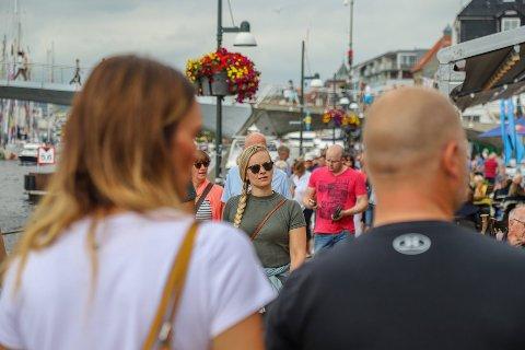 YRENDE LIV: I hele juli har det vært mye folk i sentrum, og spesielt under Tall Ships Races var det masse liv.