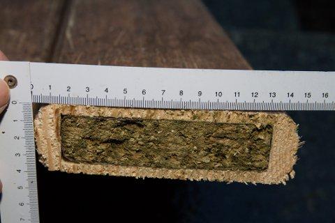Plankene er hult ut, fylt med narkotika og deretter limt igjen.