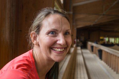 LIVET LEKER: Annette Loftus nyter livet med blant annet hest og fotball.