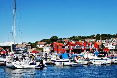 Skjærhalden Gjestehavn  ønsker flere båtplasser  og bedre skjerming av havna.  Det er også ønskelig med et flytende turistkontor.