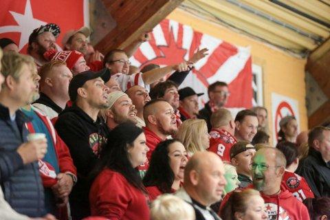 Stjernens supporterklubb Red Beavers har hatt tilholdssted på langsiden nærmest Golan de seneste sesongene. Det vil de fortsette med også kommende sesong.