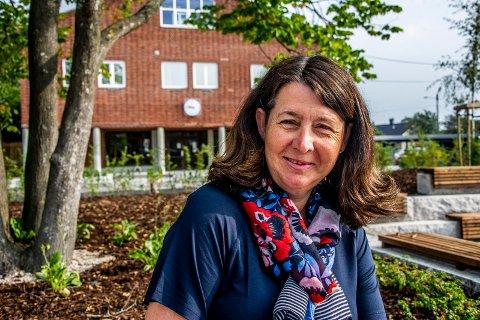 Samler på land: Pensjonistpartiets Marianne Kristiansen er lærer på Gressvik ungdomsskole og bruker mye av fritiden på å besøke nye reisemål. (Foto: Geir A. Carlsson)
