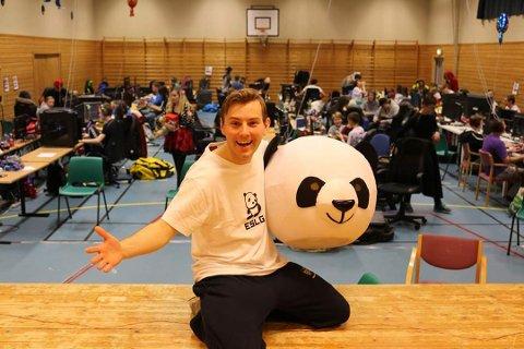 Lan-sjef. Kolbjørn Westberg gleder seg til å ta imot horder av spill-entusiaster i Hvalerhallen i høstferien.
