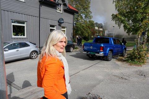 VARSLET: Heidi J. Kulsli på St. Croix-huset løp like godt bort til brannstasjonen og fikk slik raskt varslet brannvesenet om storbrannen som var i ferd med å utvikle seg på Dammyr.