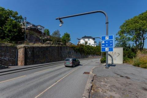 Nå øker prisen: Fra 15. november vil det koste 30 kroner i stedet for 25 ved Kråkerøybrua, og maksimal rabatt blir 20 prosent.