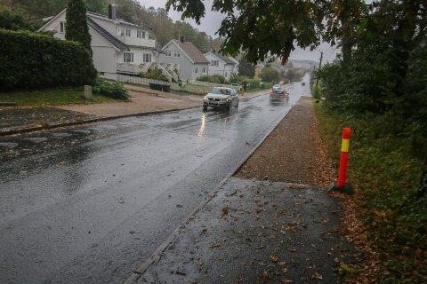 Tettet og asfaltert: Det digre hullet i Oredalsveien er tettet. Nå mangler det bare asfalt på fortauene. Det kan ta tid.