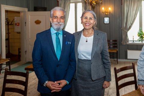 I NORGE: Mahvash Sabet og ektemannen Siyvash Sabet på plass i Norge. – I dag fikk jeg se belønningen for ti års lidelse, sa den iranske dikteren til Fredriksstad Blad etter prisutdelingen.