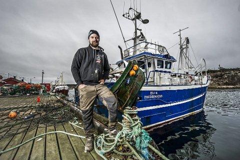 Christoffer Svennes  jobber som fisker med egen båt i Utgårdskilen.