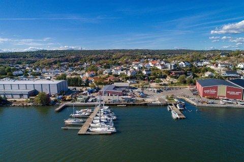 Fredrikstad Marina med  bryggeanlegg og produksjonshall averteres for salg på finn.no på nytt.