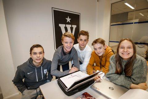 Deltok. William Hollund (til venstre), Oskar Delviken, Sondre Grønli, Patrick  Johansen og Nadine Carlsen deltok alle på energicampen på Wang Ung.