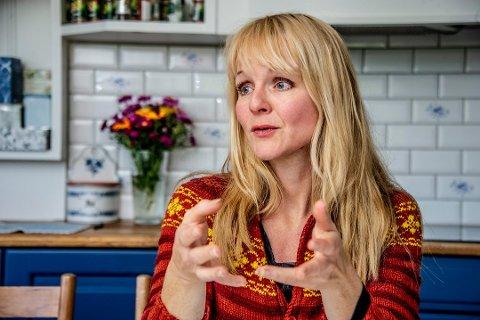 FOLKSOMT: Nærmere 25.000 personer har besøkt Hvaler i sommer. Ordfører Mona Vauger innrømmer at hun har vært bekymret for den store folkemengden.