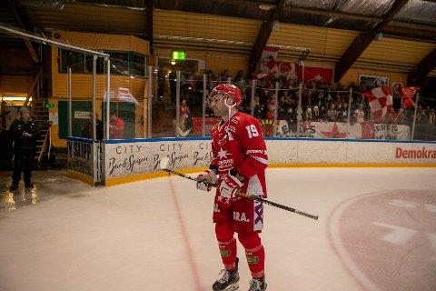 Henrik Medhus har vært en fast brikke i Stjernen de to siste sesongene. Nå legger han opp ett år før kontrakten går ut.