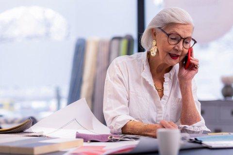 SPARER FEIL: Mange nordmenn har altfor lite aksjer i pensjonssparingen. Det koster dem dyrt. Foto: (Gettty Images)
