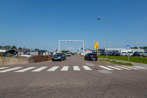 45.000 biler per dag: I desember var det over 45.000 passeringer per dag i de åtte bomstasjonene i Fredrikstad. Denne står i Dikeveien. (Arkivfoto: Harry Johansson)