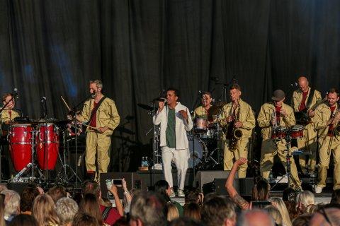 Funky rap: Det var fyr i teltet da Timbuktu og hans utmerkede band underholdt på Glommafestivalen sist sommer. Nå kommer han til Månen.