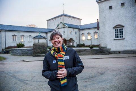 Spenstig forslag: Margrete Kvalbein (43), bystyremedlem og leder i MDG i Fredrikstad, mener biblioteket kan egne seg for et innholdsrikt industrimuseum. Hun kan også tenke seg å bruke en del av tomten som hage. (Foto: Felix C. Ellingsrud)