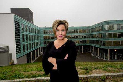 Ansettelser. Kommunedirektør Nina Tangnæs Grønvold i Fredrikstad kommune håper å få på plass tre nye toppsjefer i løpet av vinteren.