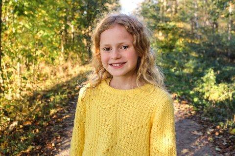 Tuva Olivia Remman (11) dukker snart opp i skrekkfilmen Kadaver. Den har premiere på Netflix 22. oktober