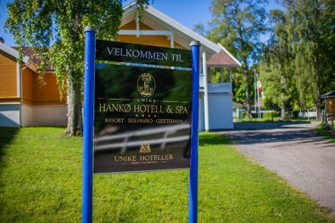 Hotellet på Hankø er vanligvis fullbooket for julebord på denne tiden av året. Nå er det lite gjester å snakke om.