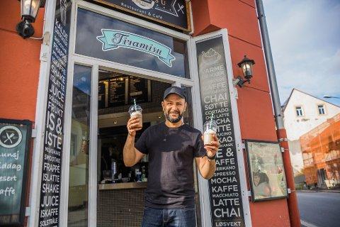 BESTSELGER: Jassar Al-Hassnawy er vant med å lage milkshake – spesielt i sommersesongen. Nå jobber han blant annet med å nå kundene i sosiale medier.