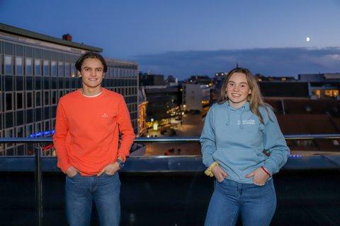 Emil Røgerberg (17) og Juliane Pedersen (16) fra Fredrikstad ungdomsråd mener det er veldig viktig at skoler og fritidstilbud for ungdom holdes i gang, og er spent på hvordan de nye koronarestriksjonene vil påvirke hverdagen deres.