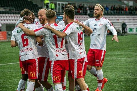 Nicolay Solberg (til venstre) fikk mye å juble over denne sesongen sammen med lagkameratene i FFK. Her fra oppgjøret mot Tromsdalen, hvor  han ble matchvinner.