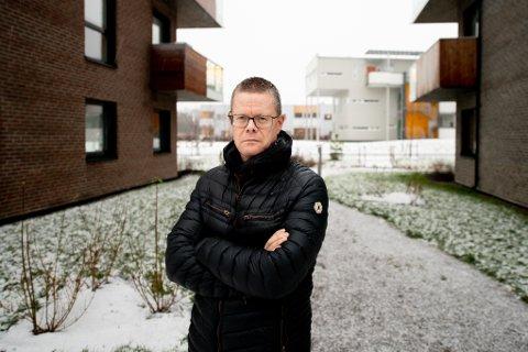 REAGERER: Niklas Åkesson reagerer på måten Norasonde har håndtert smitteutbruddet på.