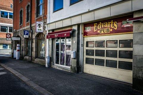 Flere koronatilfeller knyttes til Edvarts Pub i Sarpsborg sentrum.
