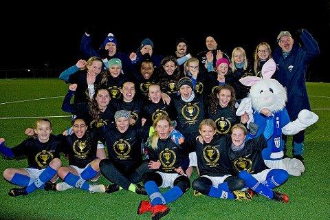 Gresvik IFs 07-lag på jentesiden kan juble for at treningene starter igjen. I to uker har de og andre 13-15-åringer måttet holde seg unna organisert idrett og aktiviteter av koronahensyn.