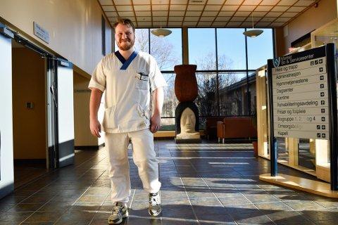 ANSVAR: Henrik Jansen Løkkeberg (25) har stort ansvar på jobben.