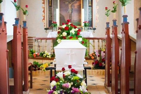 MAks 30: Kirkevergen har innført restriksjoner på antall deltakere ved begravelser.