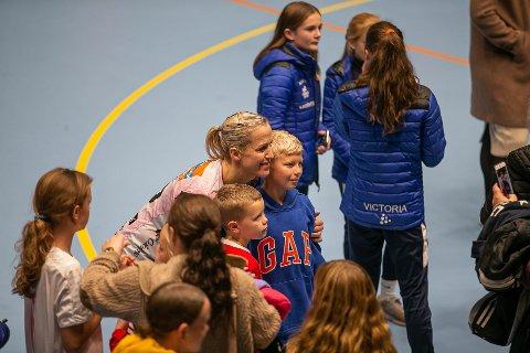 POPULÆRT BESØK: Heidi Løke er alltid et populært innslag i Kongstenhallen.