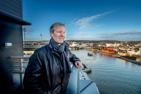 Værste-sjef Trond Delbekk skal bygge ut en ny bydel på tidligere FMV. Nå forventer han at Viken-politikerne holder  avtalen som er inngått for ny Frederik II videregående skole.