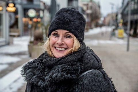 BEKYMRET: Gunhild Bøgseth i Fredrikstad kommune er imponert over de ansatte, men samtidig bekymret for  konsekvensene dersom hjemmekontor-løsingen trekker ut i langdrag.