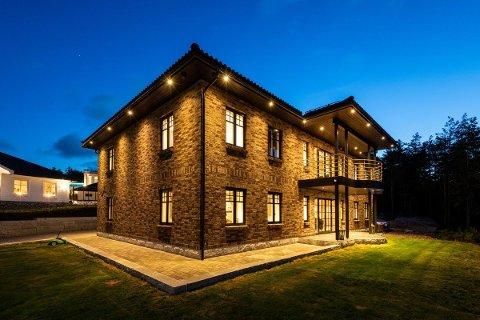 På pristoppen: Denne eneboligen på Vesterøy er den dyreste som er til slags i Hvaler kommune nå. Prisantydningen er på 14,5 millioner kroner for det 369 kvadratmeter store huset.