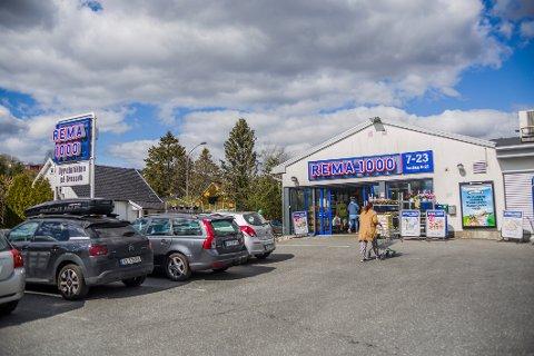 SØNDAGSSTENGT: Som den eneste av fem dagligvarebutikker velger Rema på Ørebekk å holde stengt på søndager.