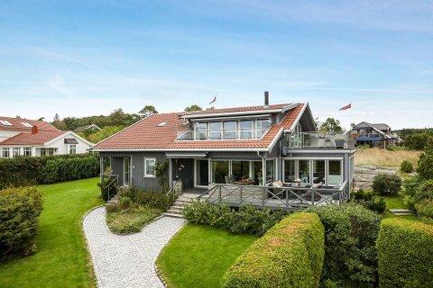 På pristoppen: Denne eneboligen ligger på Saltholmen, med havet rett foran seg. Den er den dyreste boligen som er til salgs i Råde nå.