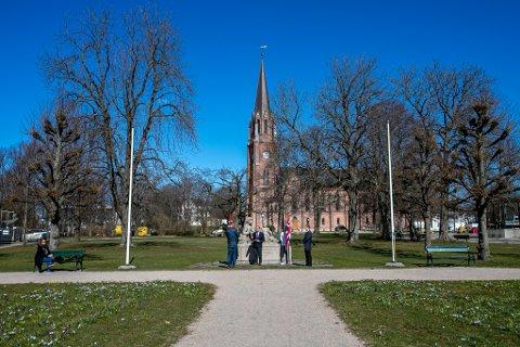 80-ÅRSMARKERING UTEN DELTAGERE: Det var tynt med folk da Fredrikstad markerte at det er 80 år siden Norge ble okkupert. Det er koronaviruset og  smittefaren som gjorde at det runde året ble  markert på denne måten.