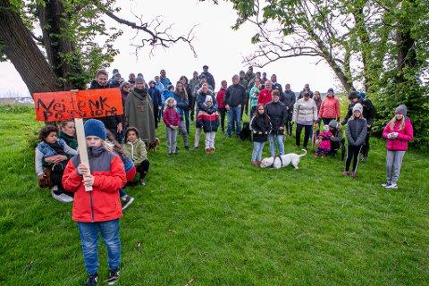 MOTSTANDERE: Disse naboene ønsker ikke vindmøller på Øra.