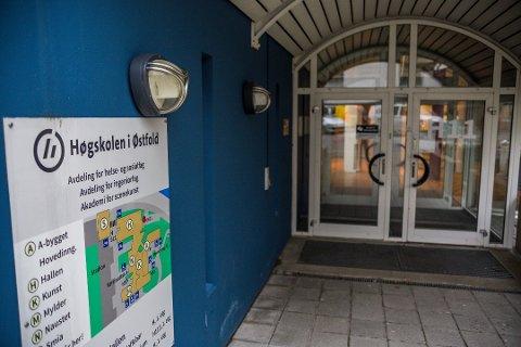 Flere får plass: Høgskolen i Østfold hadde stor økning i antall søkere til det nye studieåret som starter i august. Med nye plasser kan de tilby flere utdanning.