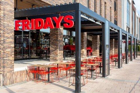 FRA BURGER TIL PIZZA: Fridays på brygga ble et kort eventyr. Nå blir restauranten erstattet av Peppes Pizza.