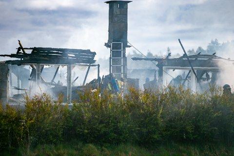 Nedbrent: Pipebrann kan ha ført til storbrannen i boligen i Haldenveien natt til mandag.