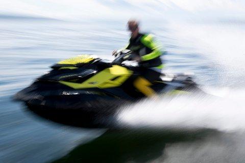 Det blir forbudt å kjøre vannskuter på Drammenselva.