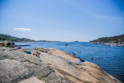 POPULÆRT: Enhus badeplass i Enhuskilen på Kråkerøy er et populært utfartssted om sommeren.