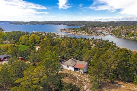 SOLGT: Denne hytta på Søndre Karlsøy ble solgt for 1,1 millioner over prisantydning.