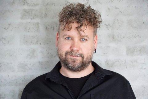 Daniel Hop-Hansen kom søndag med ny singel -  «Jeg trenger luft».